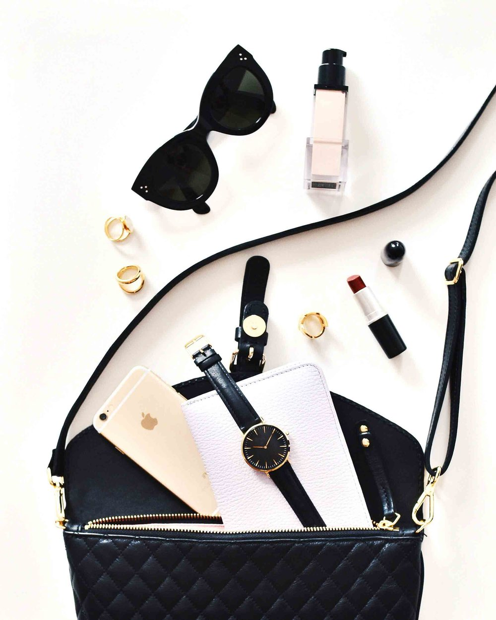 10 bag essentials you should always have with you