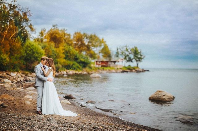 Anita and Chris' wedding took place at a hidden and quaint fishing house within the northern woods of Minnesota. Their love story looks like a fairytale, right? I'm obsessed with the autumn colors and Lake Superior!⠀ ...⠀ ...⠀ ...⠀ ...⠀ #photobugcommunity #wanderingweddings #authenticlovemag #losangelesweddingphotographer #shootandshare #californiaweddingphotographer #loveandwildhearts #twincitiesphotographer #minnesotaweddingphotographer #destinationweddingphotographer #elopementphotographer #radlovestories #muchlove_ig #utahweddingphotographer #junebugweddings #denverweddingphotographer #bohowedding #portlandweddingphotographer ⠀ #dirtybootsandmessyhair #belovedstories #seattleweddingphotographer #indiebride #bohobride #palmspringsweddingphotographer #duluth #destinationduluth #minnesotabride #huffpostido #instagood #instadaily ⠀ ⠀ ⠀