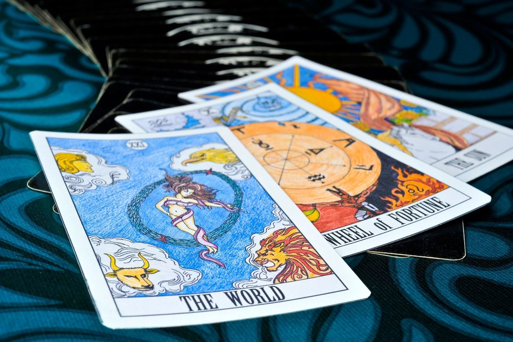 How tarot (and Daisy Waugh) finally beguiled me - GLAMOUR
