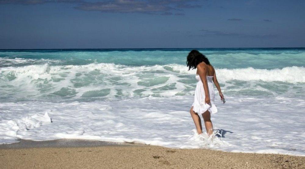 Girl-on-beach-800x445.jpg