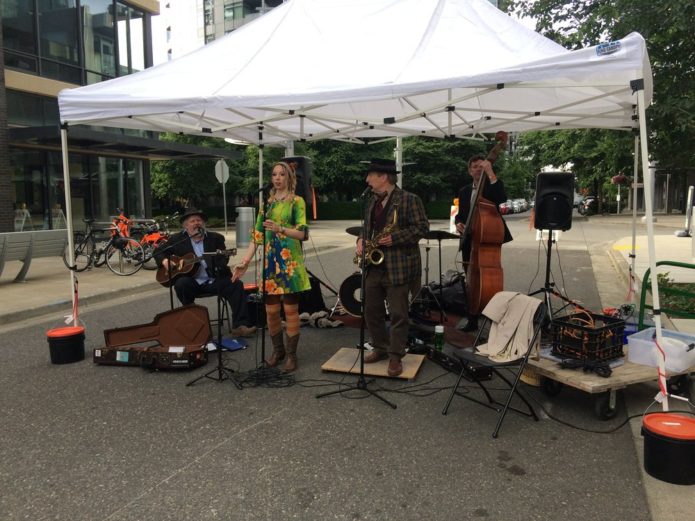 The Smut City Jellyroll Society performing blues and early jazz at the South Waterfront Street Fair in 2018.