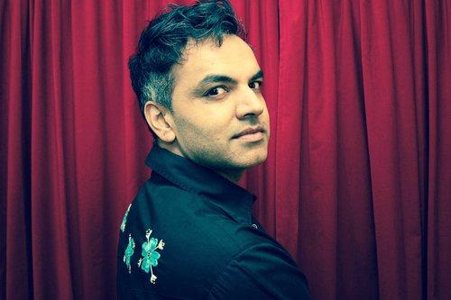 Arshad Khan Arshad Khan uit Canada is filmmaker, directeur van een filmfestival, festival strateeg en docent film. De oorspronkelijk uit Pakistan afkomstige Khan gelooft dat film een katalysator voor verandering kan zijn. Hij maakt het liefst films over onderwerpen die niet worden opgepikt door mainstream media. Hij is met name geïnteresseerd in realisme in cinema en de nieuwe stroming films uit Zuid Azië maar is niet gebonden aan één genre. Op dit moment ontwikkelt hij enkele speelfilms in Canada en Pakistan. Zijn documentaire ABU is een verrassende toevoeging aan het festival met dit persoonlijke verhaal over de band tussen een homoseksuele man en zijn toegewijde Islamitische vader.