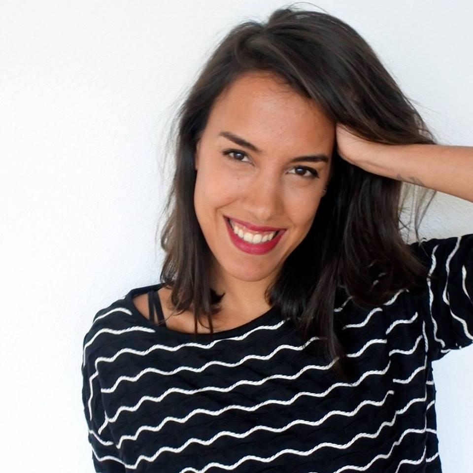 Lara Nuberg Lara Nuberg studeerde geschiedenis en werkt als een freelance producer, schrijver en redacteur voor verschillende organisaties die zich richten op media en maatschappelijke thema's. Ze werkt voor IQMF sinds de eerste editie van 2015. Als programmeur heeft ze zich gericht op de relatie tussen cinematografische waarde en storytelling en de relevantie voor de thema's van het fesitival.