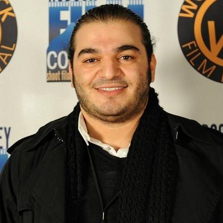 Pouria Heidary Oureh Pouria Heidary Oureh (1984) werd geboren in Teheran, Iran. Van jongs af aan heeft hij interesse in visuele kunst, podiumkunsten en storytelling door middel van illustraties. Hij studeerde af van SAE Institute of Digital Film in Dubai en werkte sindsdien met talloze vooraanstaande Iraanse en internationale regisseurs tot hij zijn eigen films ging regisseren. Zijn speelfilm,Apricot Groves, dat zich afspeelt in Armenië, werd op meer dan 20 internationale festivals lovend ontvangen en zal de bezoekers van IQMF versteld doen staan.