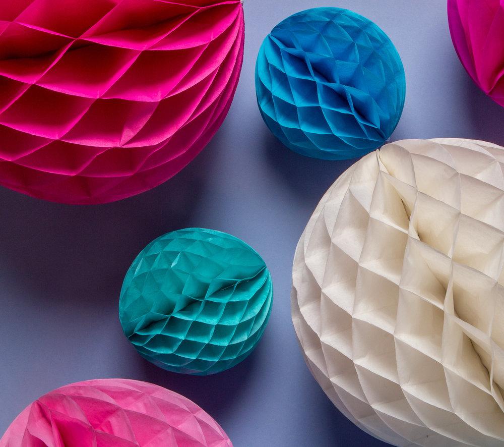 Copy of Skapa härliga dekorationer med våra honeycomb-bollar