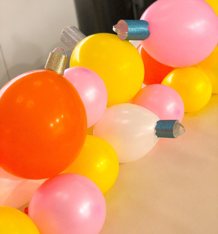 julgranskulor av ballonger