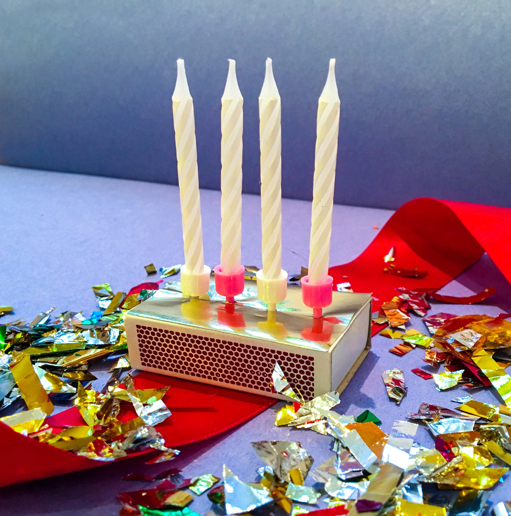 DIY adventsljusstake av tändsticksask och tårtljus