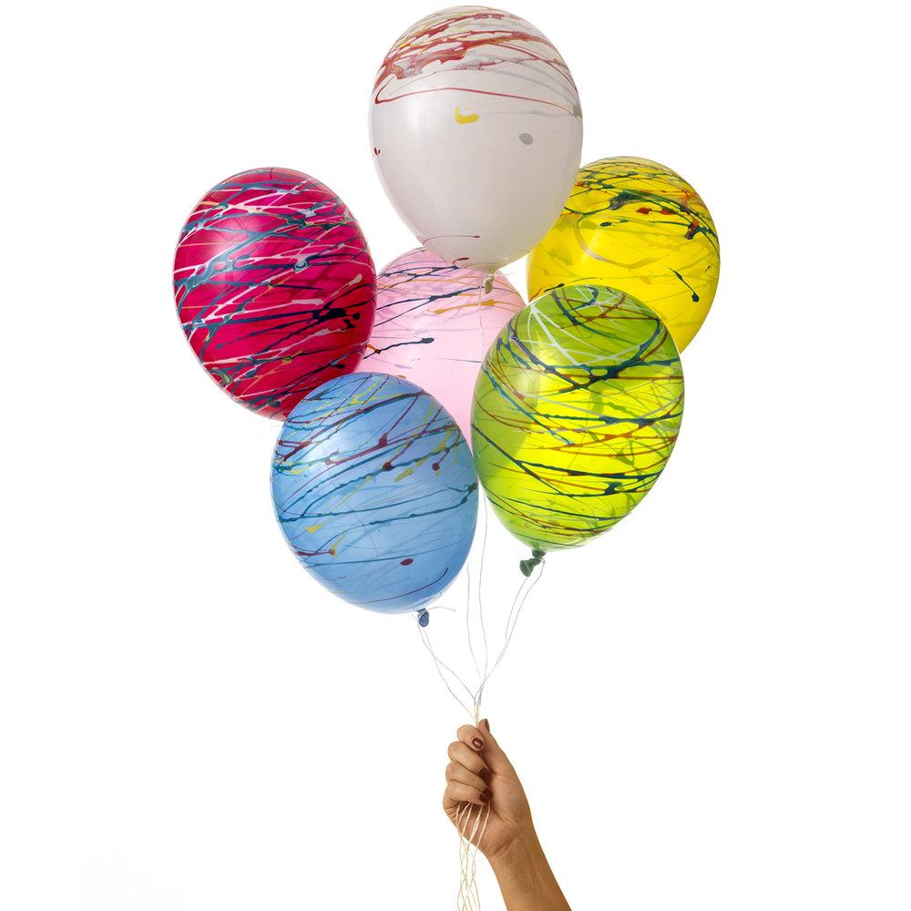 ekologiska ballonger av naturgummi i snyggt färgstänkt mönster av märket Marusa Balloons i storlek M