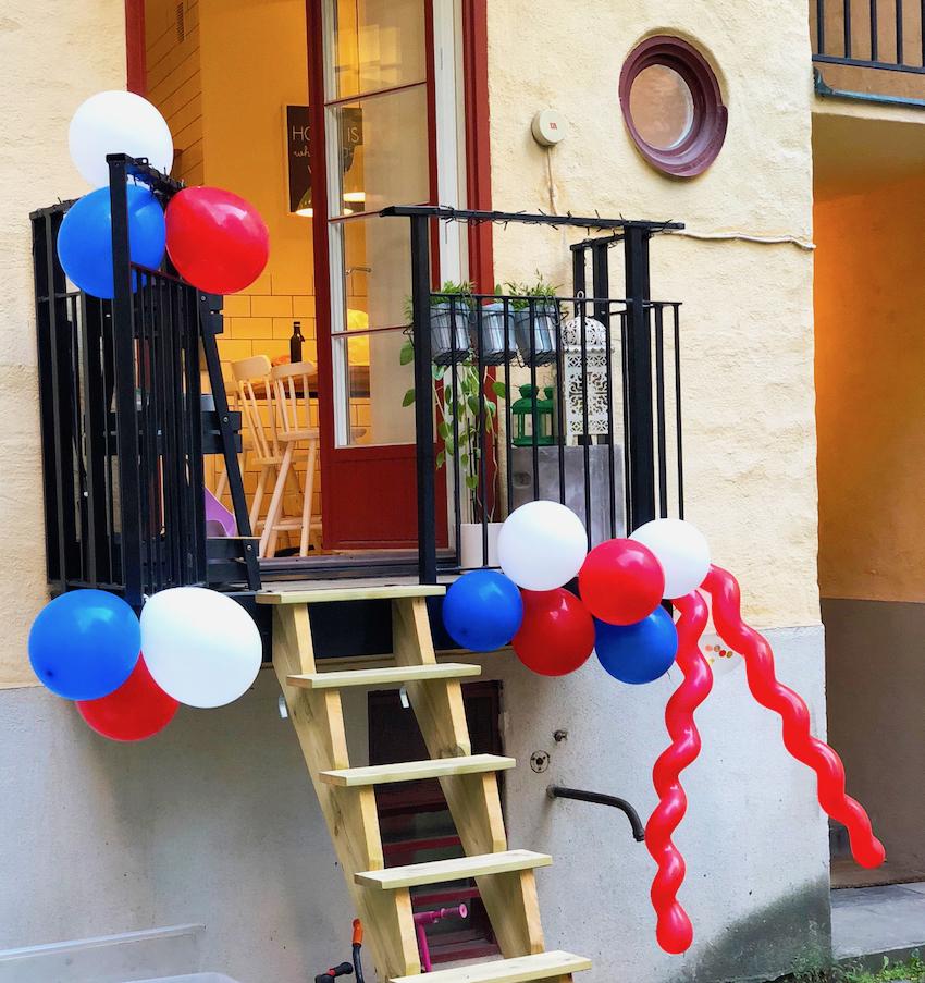 Balkong i ballongskrud.