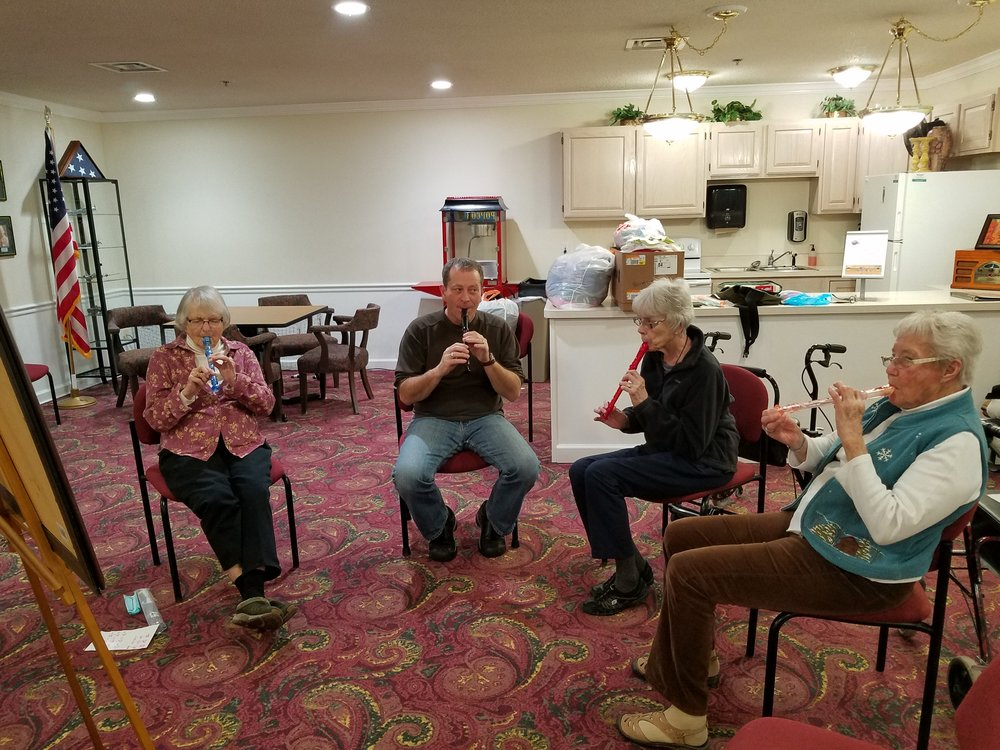 Pete Kehoe teaches beginning recorder class at Independence Village