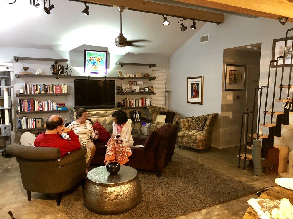 Quelques amis au salon | A few friends in the living room