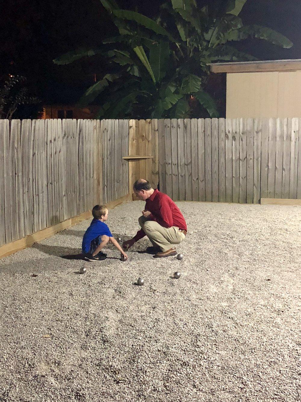Learning How to Play Pétanque | Apprenant à jouer au pétanque