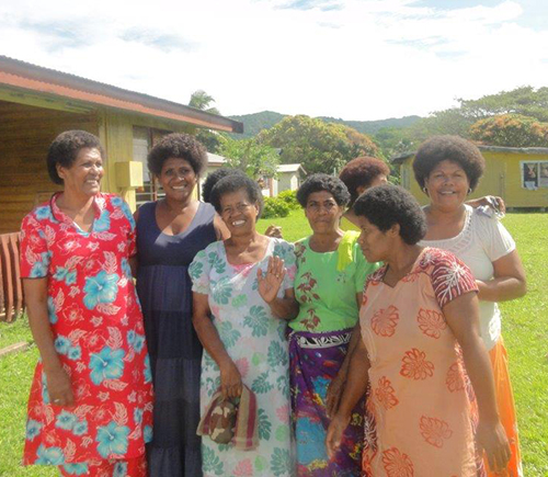 Links_Fiji_women.jpg