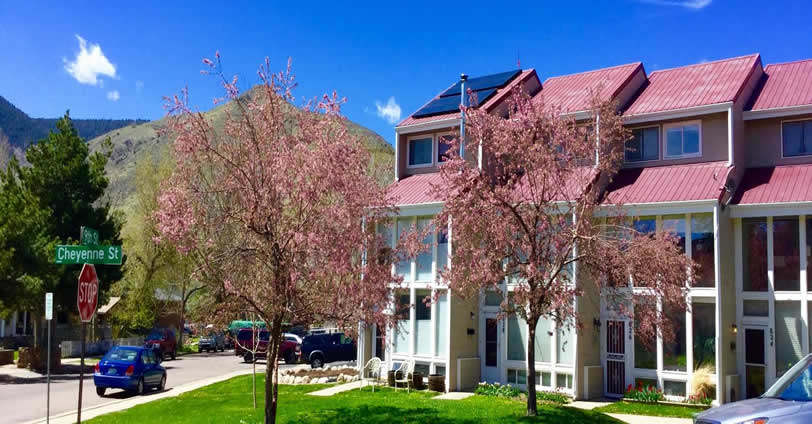 Mesa View Townhomes were built in 1984 and features six Townhouse-style residences near downtown Golden, Colorado.