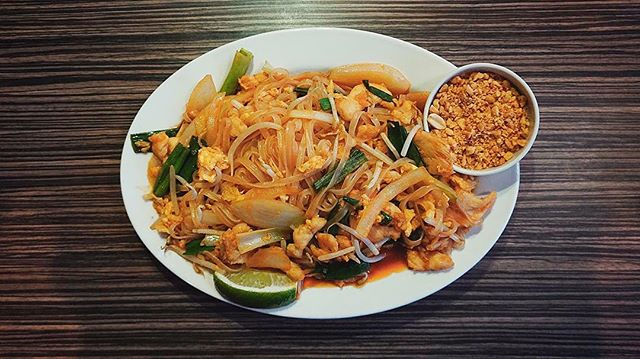 How do you like your Pad Thai? Peanuts? No peanuts? Chicken? Beef? Seafood? - Let us know in the comments! 👇👇👇