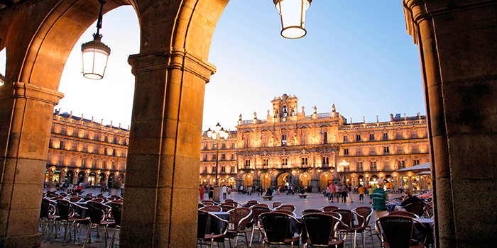 CC_Salamanca_Plaza_Mayor_Alamy_RM_700x350_tcm22-120008 (1).jpg