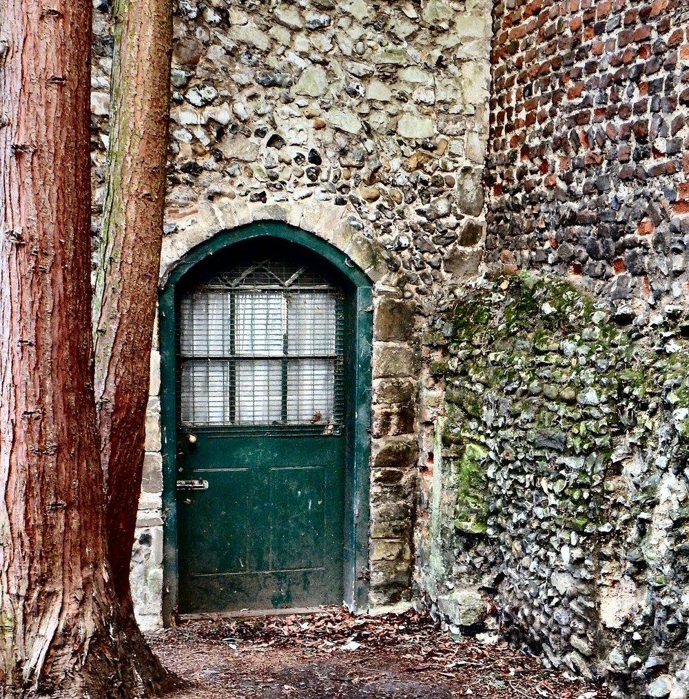 green-door-2699227_1920.jpg