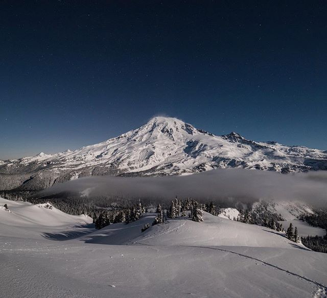 The snow is flowing and the moon is glowing!!! Love these crisp winter nights! #briskoutdoors #mtrainier