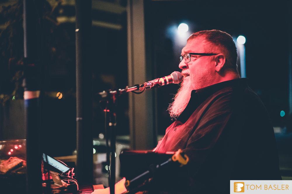 Tom Basler Dueling Pianist at Roosevelt's Tulsa-12.jpg