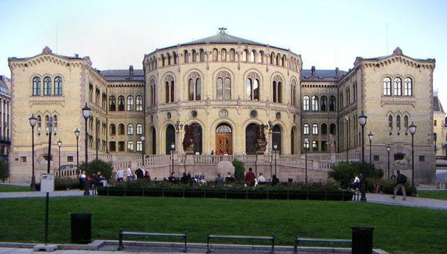 KAPITALFUNN på plass – gir ny skattelette for å hjelpe gründere. - Venstres Terje Breivik har god grunn til å koste på seg et smil i dag, i revidert nasjonalbudsjett kommer endelig Kapitalfunn-ordningen på plass.Innomag