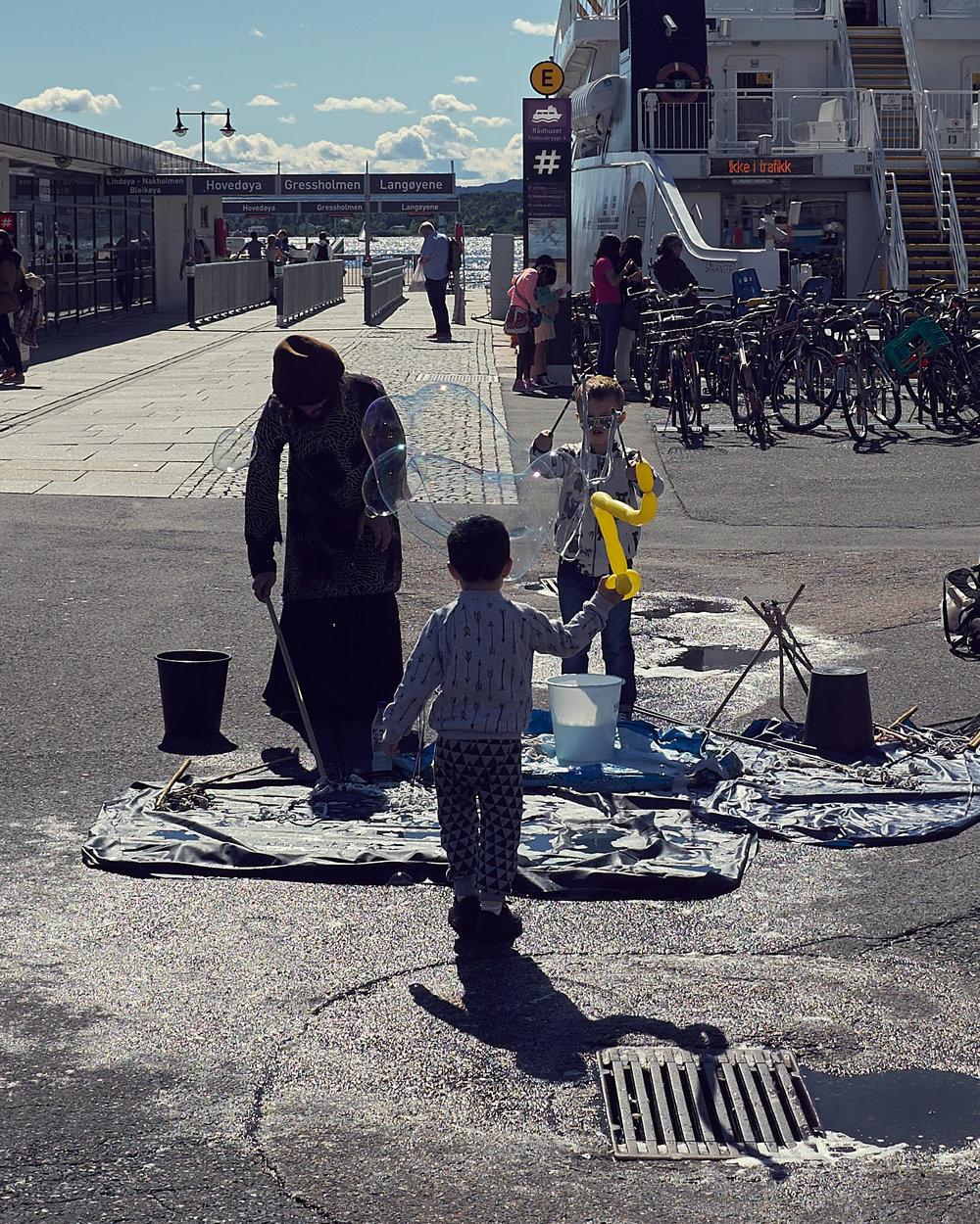 Street performers near Aker brygge