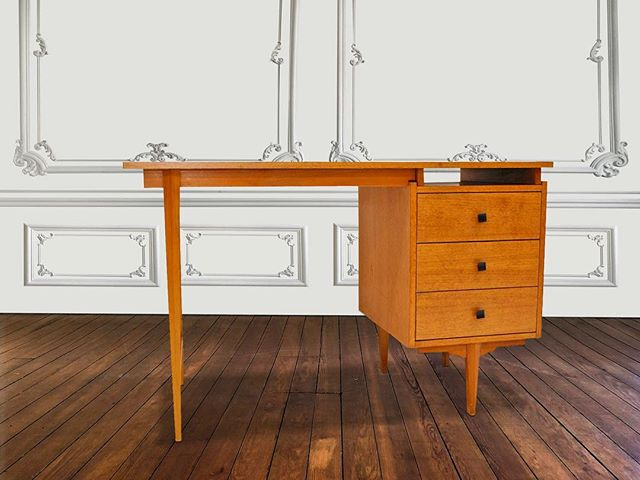 Desk Nordic Style 🌿  #interiordesign #uniquefurniture #eclecticinteriors #vintagefurniture #furnituredesign #desk #AFC