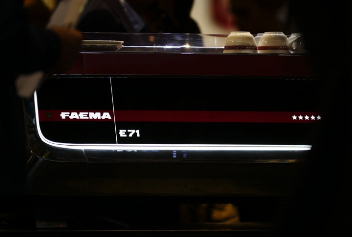 Where tradition and design blend in - The new FAEMA E71 is a top-of-the-range professional espresso machine. An extraordinary blend of iconic design by Giugiaro Design, cutting-edge technology, and traditional features, it was especially built to provide baristas absolute freedom to express their art.