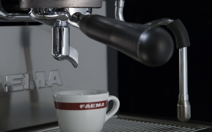 High quality in every cup - The excellent in-the-cup result is assured by the adjustable thermal balancing system (Faema patented), thanks to which the temperature of each group can be easily set according to the type of coffee used. Furthermore, the hot water mixing system improves the water quality and allows significant energy-saving.