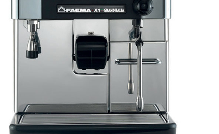 Self-cleaning - The choice of working manually or of using the digital control system, with its integrated touchscreen display brings remarkable flexibility and technical innovation to the world of traditional coffee machines.