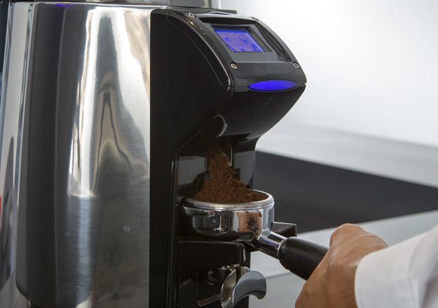 Wireless - In its Wireless version, the Magnum On Demand interacts automatically via Bluetooth with the coffee machine (when the latter is equipped with a special electronic board): the machine sends a signal to the grinder so that it adapts granulometry and dose according to the data received in order to obtain the best in-the-cup result.