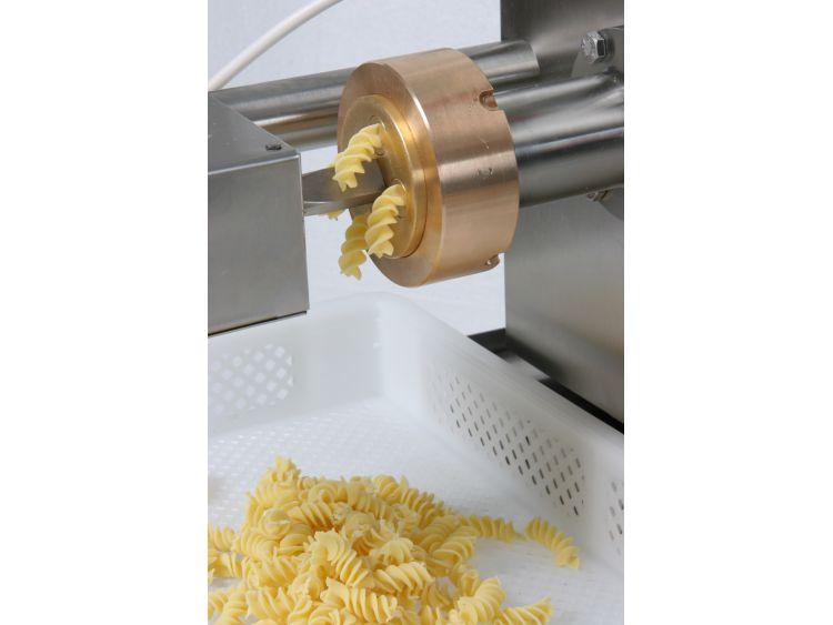 Extrusion of short pasta