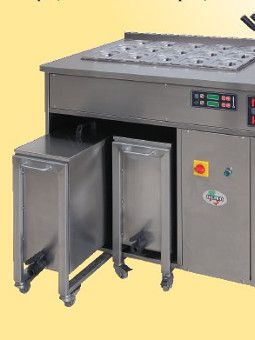 The cooking station can be mounted on wheels and provided with high capacity removable tanks  for water, which guarantee an autonomy of several hours, without the need for hydraulic connections.