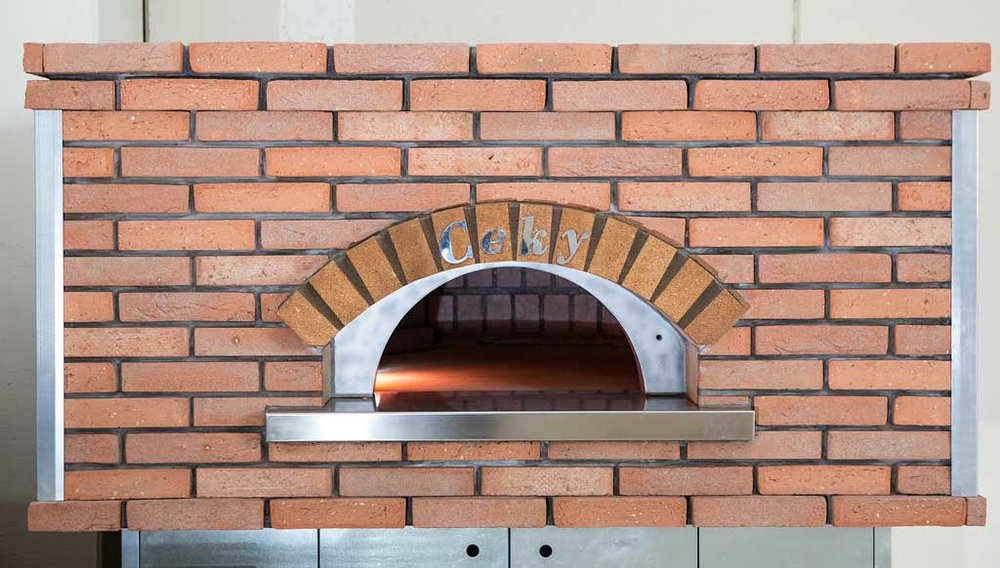 Handcut Brick – Red  A completely handmade brick, still realized using the most modern techniques. Creative, vivid, unmistakable. A colour with a lot of personality, seal of tradition and art that molded castles, fortresses and churches. Tone that characterized entire cities, qualifying powerful volumes and daring shades.