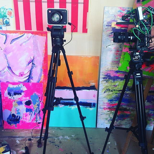 Tournage du 🎥 à paraître bientôt ✨MERCI @ismeneetbrice #tournage #atelier #colors#nmerzoug #art#abstract#painting #artwork#artist #geneva #art