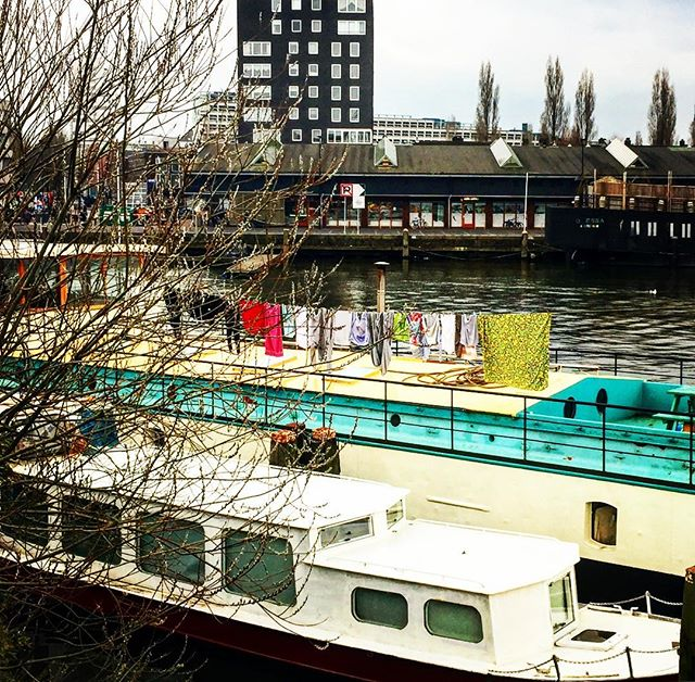 #firstapril #amsterdam #2018 #amsterdamoost #laundry in #publicspace #urban #rough #architecture with #humantouch #rich and #poor #commercial and #private #rising #prices #propertymanagement #overheated #home or #property #houseboat #whoownsthecity