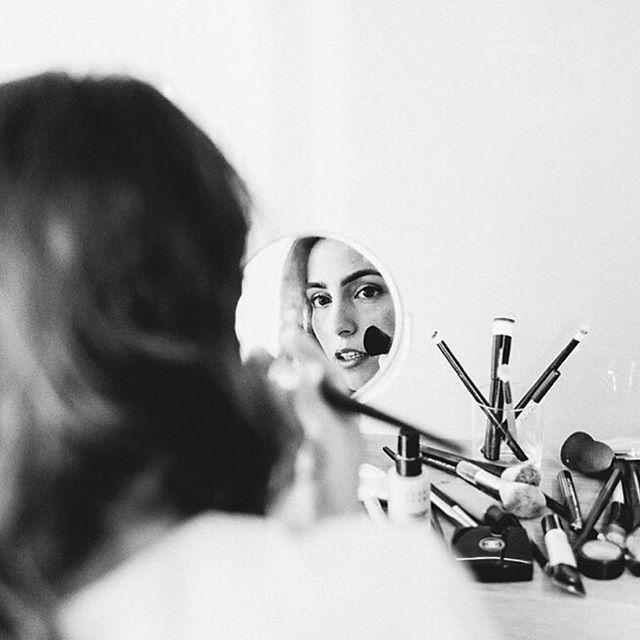📷 @dani_la_reske #bridalinspiration #inspiration #weddinginspiration #hochzeitsfotograf #hochzeit #braut2017 #bride2017 #folklorebride #wedding #bewild #folkloreweddings #instabraut #documentaryweddingphotographer #italywedding #bride2018 #braut2018 #weddingphotography #weddingphotographer #lookslikefilm #story #bohowedding #gettingready #seehofkeller #bozen #kalternamsee