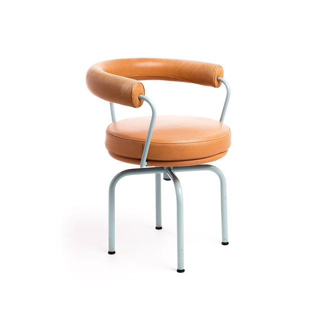 LC7 - Charlotte Perriand, Peirre Jeanneret & Le Corbuiser (1927) Cassina
