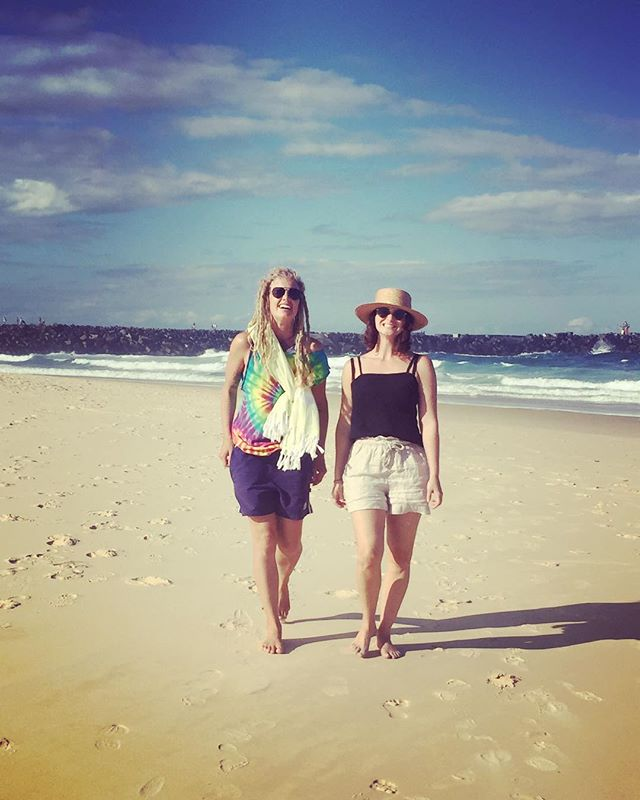 Endless summer days 🖤@katieloulove #newcastle #nobbysbeach #summerstrolls #catchups #endlesssummer