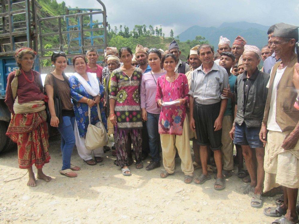 Die Dorfgemeinschaft von Kupinde und das Team um Chetna