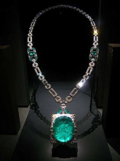 This huge emerald is set in an art deco diamond and platinum pendant designed by Cartier. In 1931, Clarence Mackay gave the necklace as a wedding gift to his wife, Anna Case -- a prima donna at the New York Metropolitan Opera from 1909 to 1920. - By thisisbossi [CC BY-SA 2.0], via Wikimedia Commons