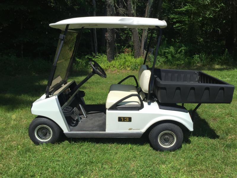 2016_Club_Car_DS_w_Cargo_Box_Golf_Cart_jbQ1ZI.jpg