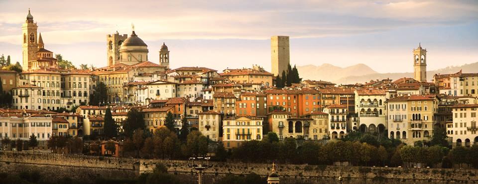 Panoramica_Bergamo_Alta_-_panoramio.jpg