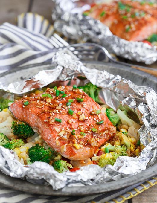 sriracha-honey-salmon-vegetable-packets-1.jpg