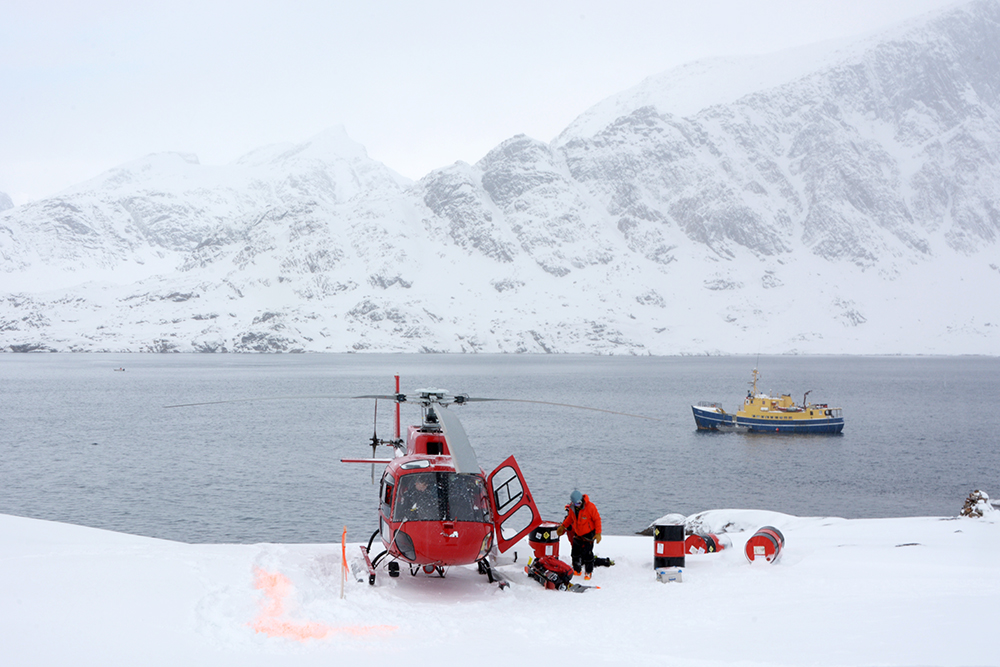 powderbird-greenland-heli-skiing-ship-kisaq28.jpg