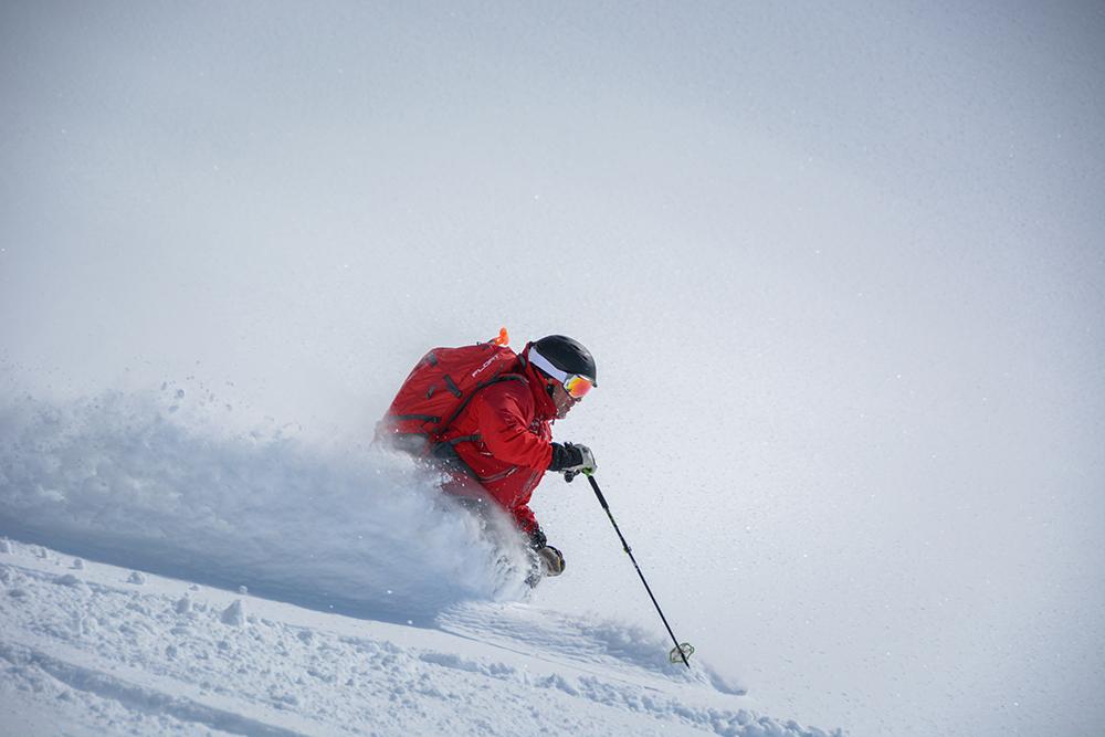 powderbird-greenland-heli-skiing20.jpg