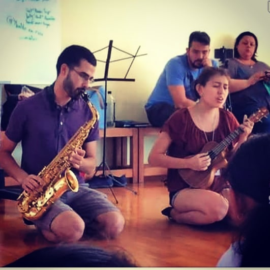 """Here we are singing """"Respirar"""" duo version, with alto sax and new transpositions! It was beautiful to have 12 kids and 20 adults singing """"Quiero paz, paz, paz, y respirar"""" """"I want peace, peace, peace, and to breathe"""". A true honor sharing the value of self love and collective care practices in Cuernavaca ♡ Thank you for trusting us @voices21c Boston, gigs coming in September, just you wait! . . . . . . #bostoncreatives #supportlocalartists #Boston #locallove #bostonmusic #music #acoustic #spotify #musicaenespanol #moreloveisok #ukulele #saxophone #teachingartists #musiceducation #bostoneducators #voices21c #acoustic #catharticconundrum"""