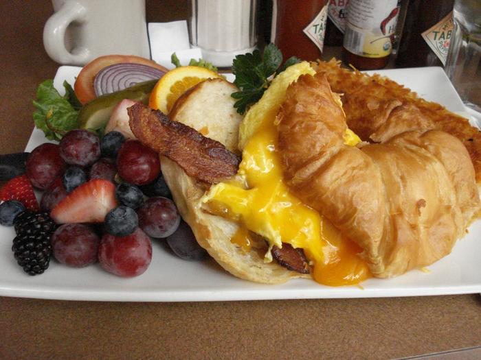 3. Tweet - $$, Uptown, Brunch, Vegetarian, Gluten-free, Sidewalk Seating, Dog Friendly
