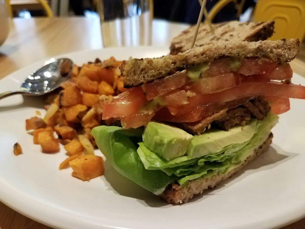 True Food Kitchen - $$, River North, Vegan, Vegetarian, Gluten Free, Sidewalk Seating,Dog Friendly, Delivery
