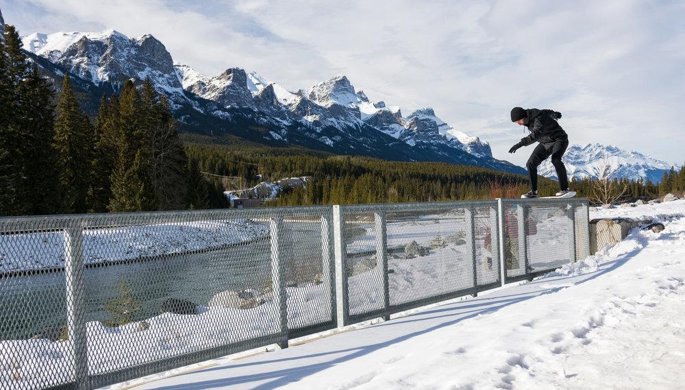 Snowskate Oakes Boardslide