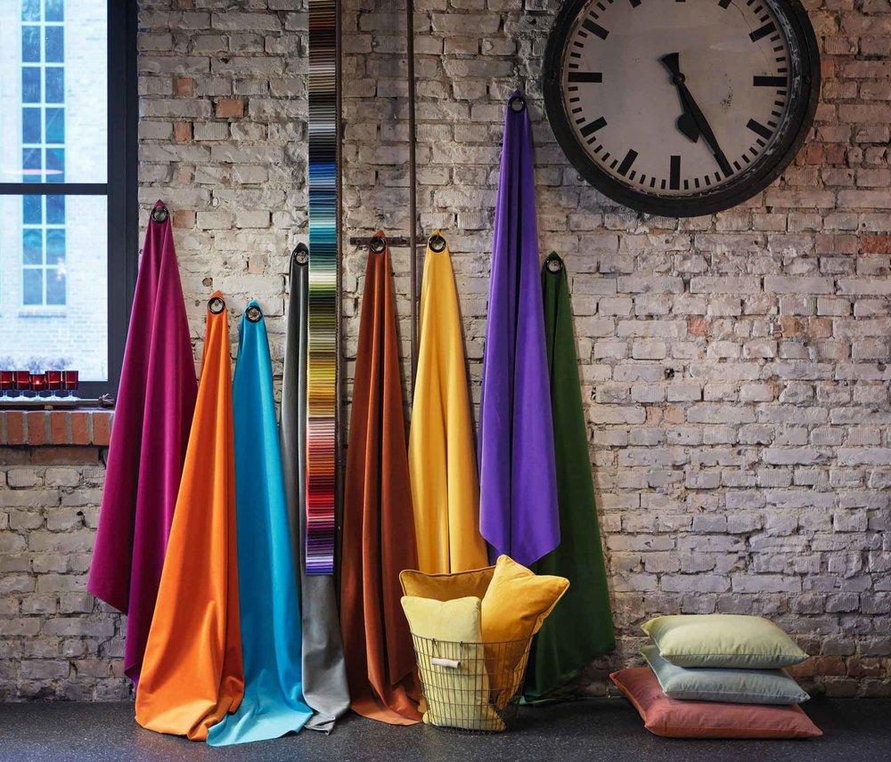 Dekoservice - Unverbindliche Beratung auch bei Ihnen zu Hause, mit Farb- bzw. Stoffmustern für Ihre Dekoration oder Ihren Sonnenschutz.Fachgerechte Gardinenwäsche
